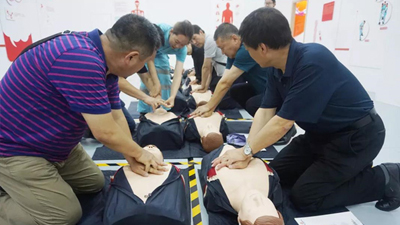 """""""体验式""""应急培训让安全意识和技能在校园生根发芽"""