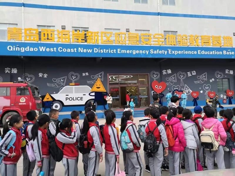 """青岛西海岸新区育才小学四年级少先队员来到""""青岛西海岸新区应急安全体验教育基地"""""""
